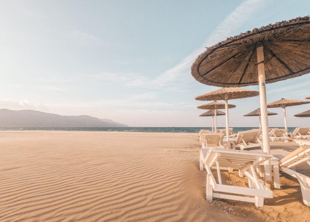 plaża piasek parasol