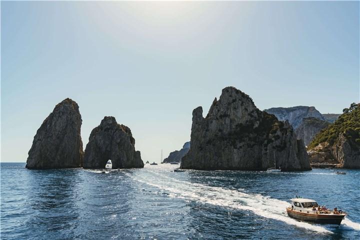 Capri czarter jachtów formacje skalne