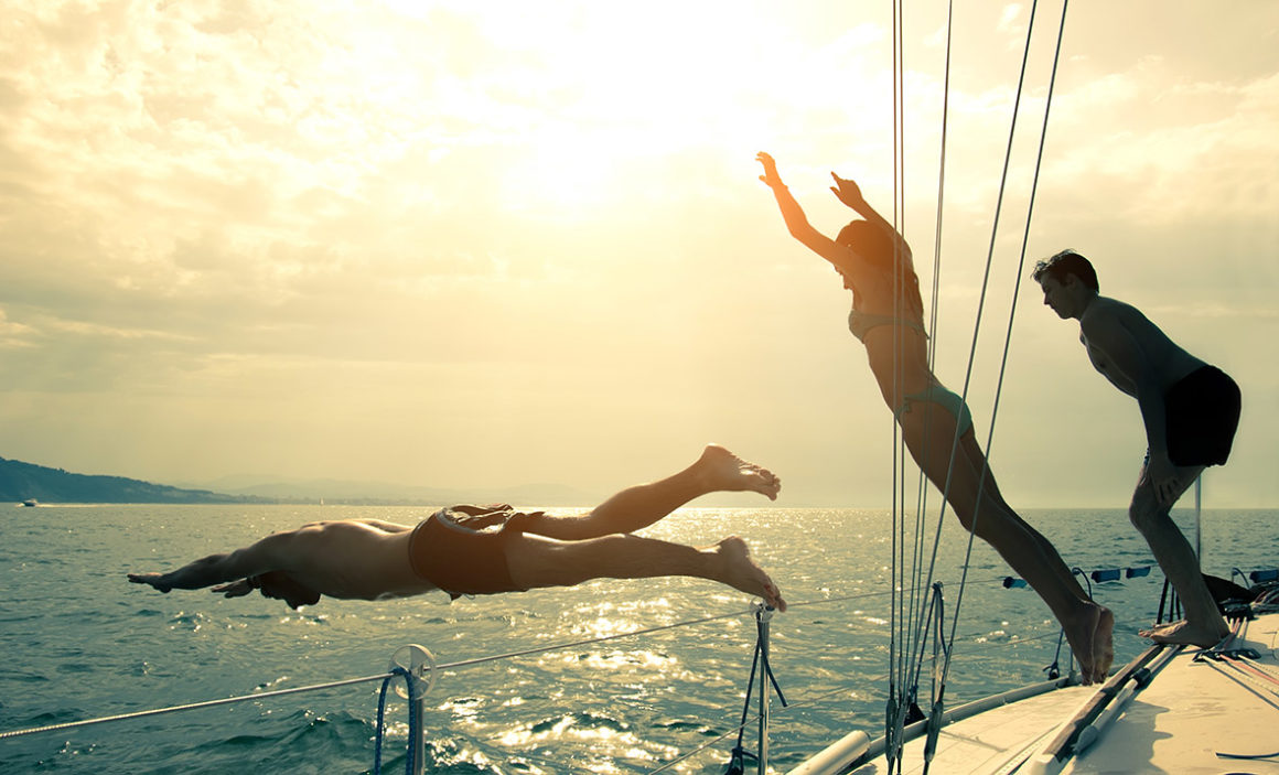 jacht skok do wody