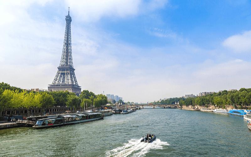paryż wieża eiffla sekwana