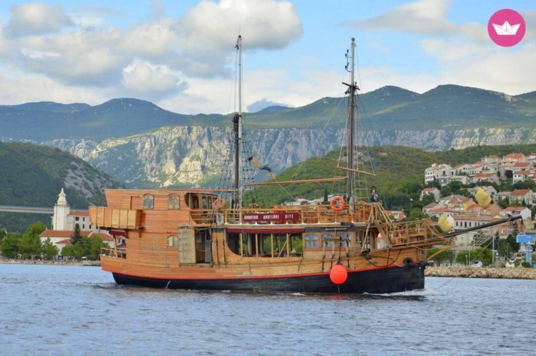 Oryginale wakacje Piracki-statek-Chorwacja