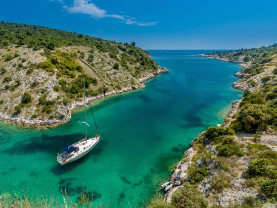 Passeio de veleiro pela costa da Croácia