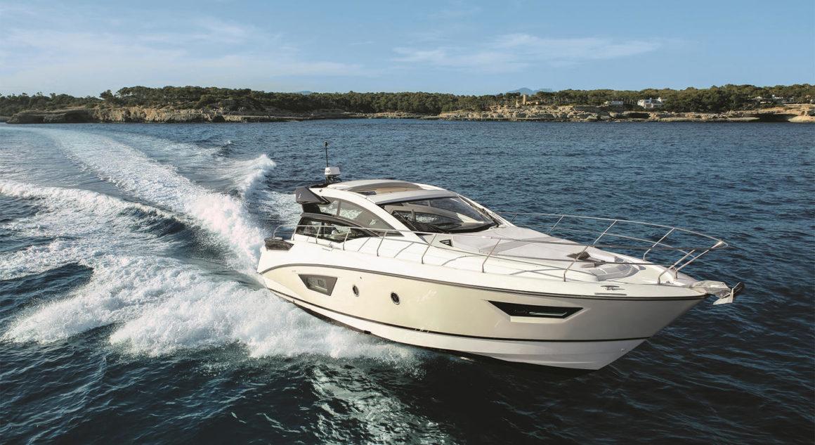 Junto com outros tipos de barcos, as lanchas para pernoite são ótimas opções para um passeio de fim de semana