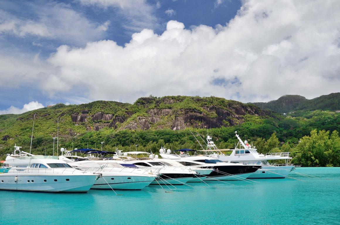 Os iates são os tipos de barcos mais luxuosos do mercado, com espaço e conforto para toda a família!