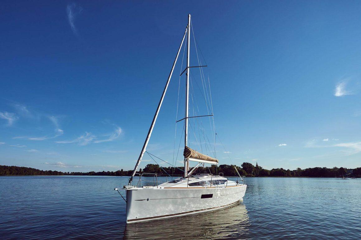 É possível viver confortavelmente em alto mar a bordo de um veleiro: espaço e conforto suficientes para os amantes do mar!