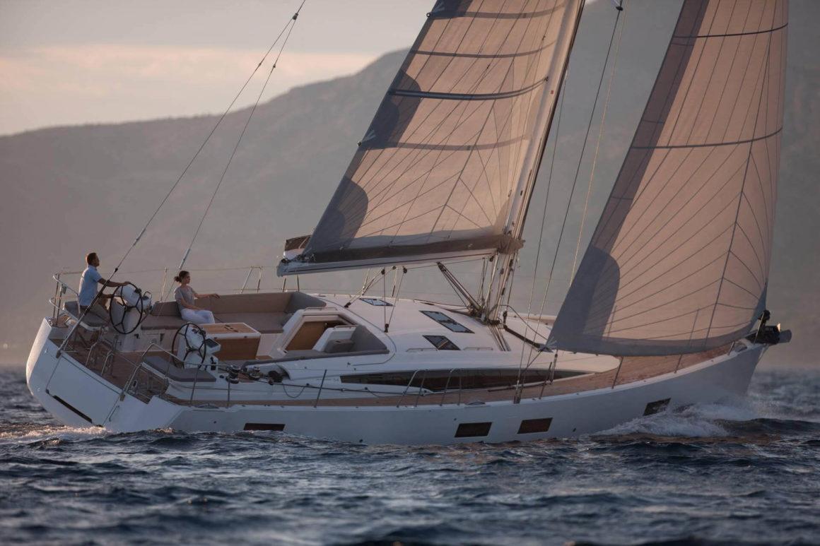 Os veleiros são alguns dos melhores tipos de barcos para uma experiência autêntica e libertadora!