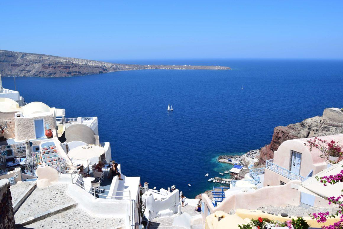Descubra o famoso pôr do sol de Santorini!