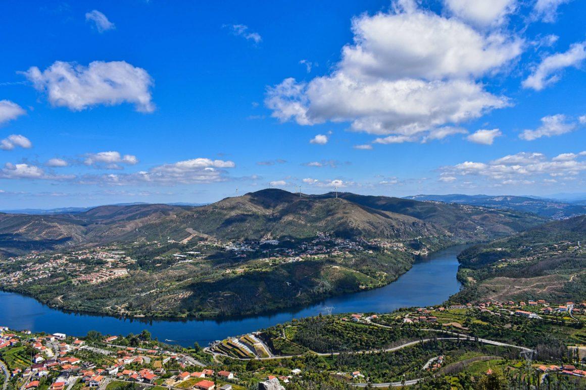 Se deslumbre com a vista panorâmica do Douro de algum dos mais belos miradouros do vale