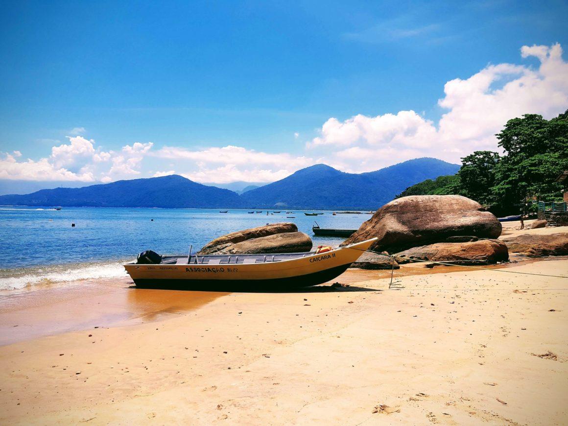 Uma das praias mais bonitas de Ubatuba, mas geralmente esquecida pelos visitantes, a Praia de Picinguaba é um excelente local para famílias com crianças