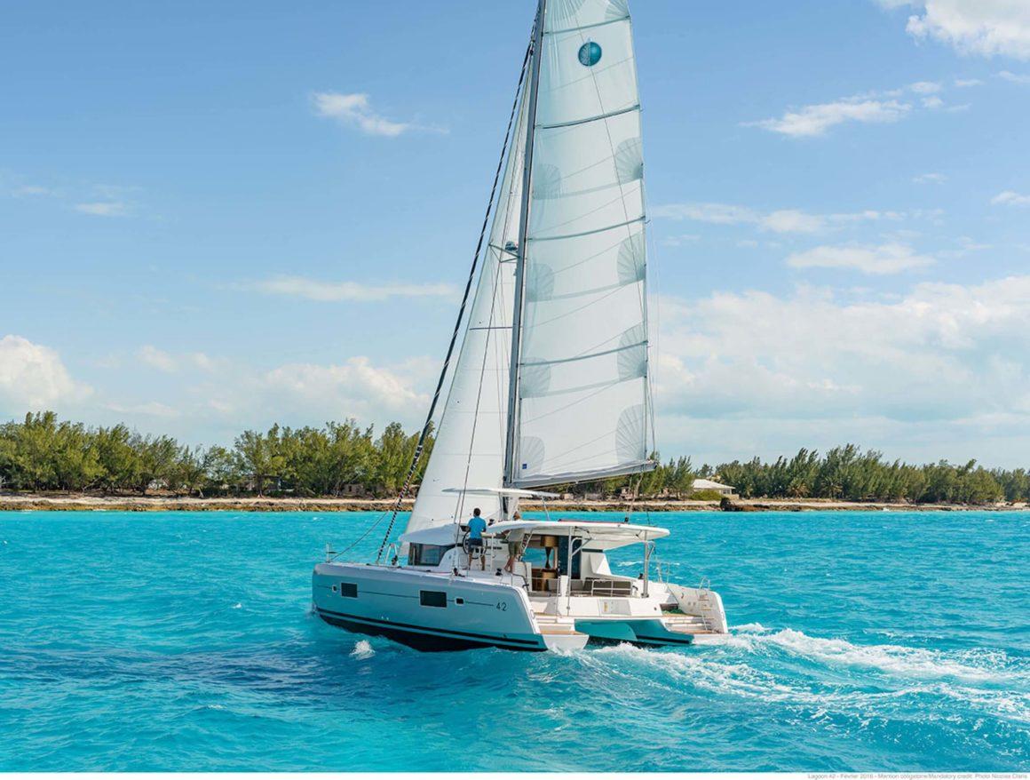 Um catamarã Lagoon é uma ótima pedida para viajar com amigos: espaçoso e confortável!