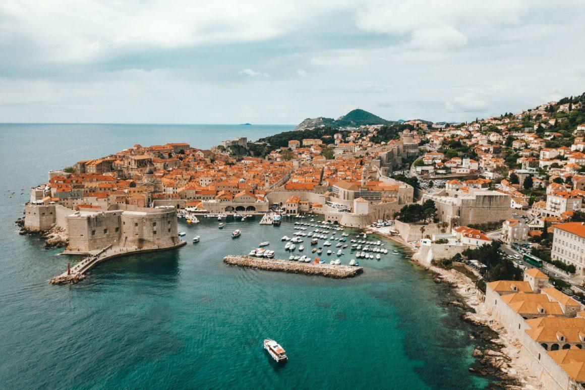Talvez menos conhecida que Hvar, Dubrovnik oferece passeios únicos para aquela viagem com amigos!