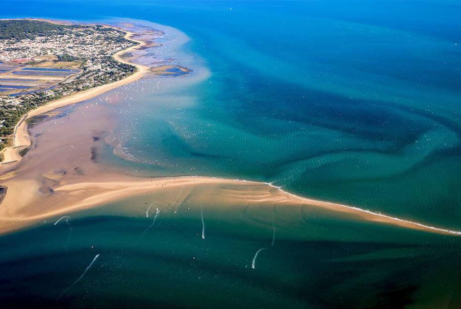 Alugue um barco com a Click&Boat para descobrir a bela Île de Ré