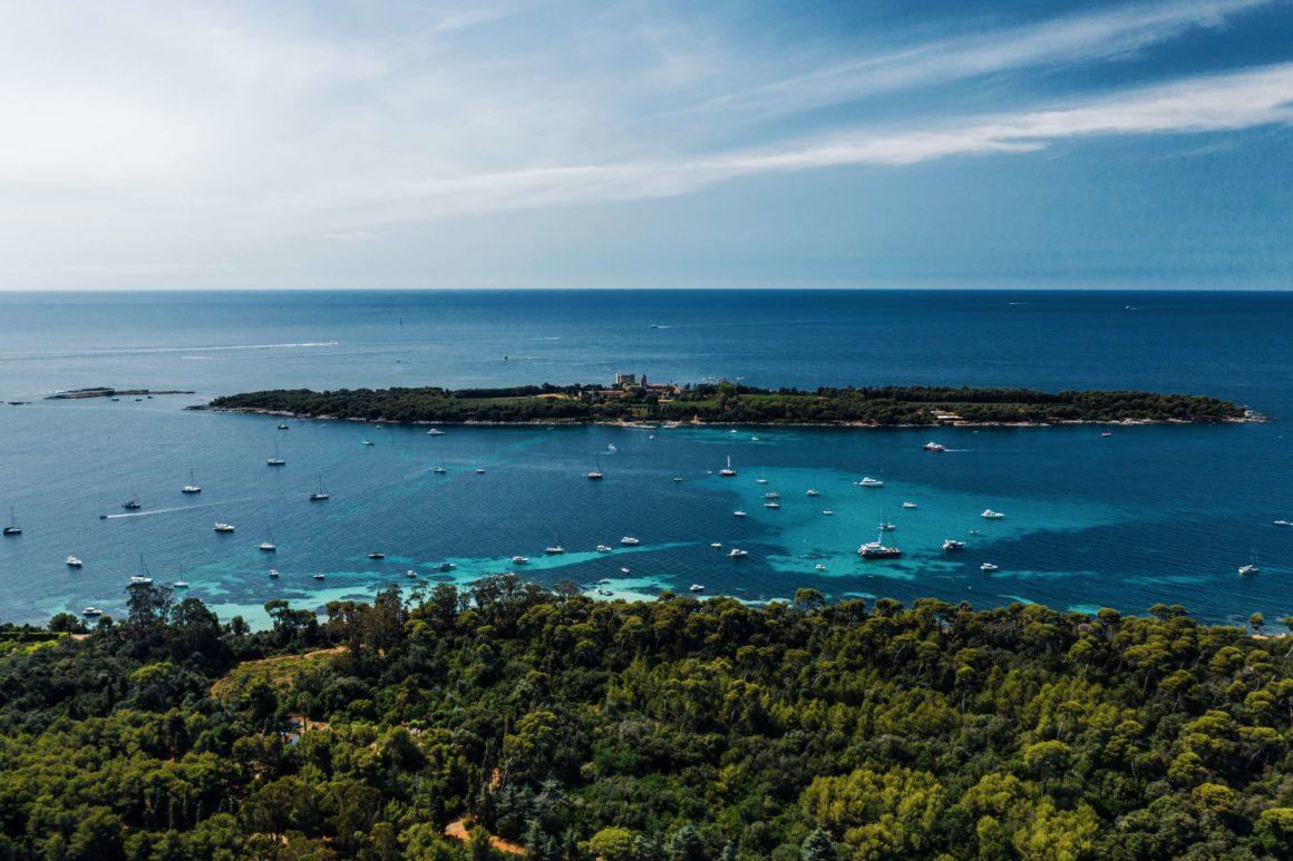 Visitar Cannes e não descobrir as Ilhas de Lérins é um absurdo. Escolha o seu barco e suba a bordo!