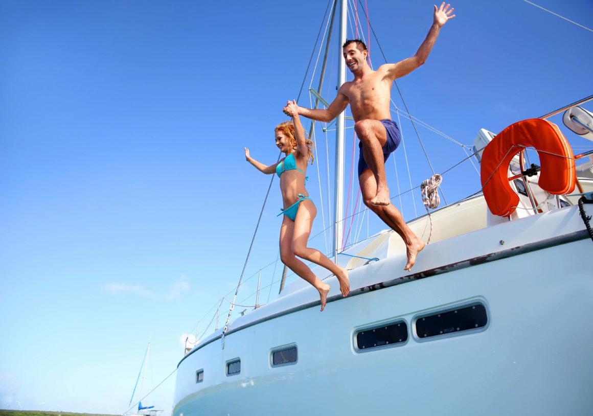 Que forma melhor de descobrir praias e enseadas do que a bordo de um barco?