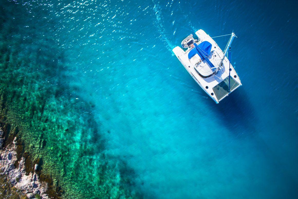 E para velejar com a família completa: alugue um catamarã!