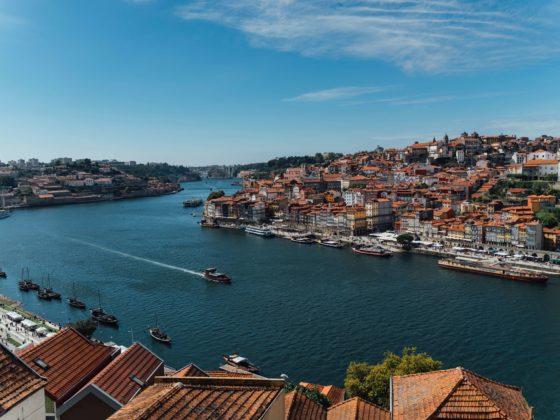 Não há como ir ao Porto sem fazer um passeio de barco no Douro