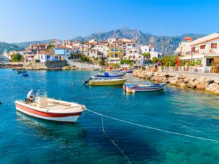 Explore as mais belas ilhas gregas com a Click&Boat
