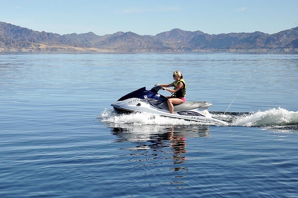 аренда моторной яхты и гидроцикла