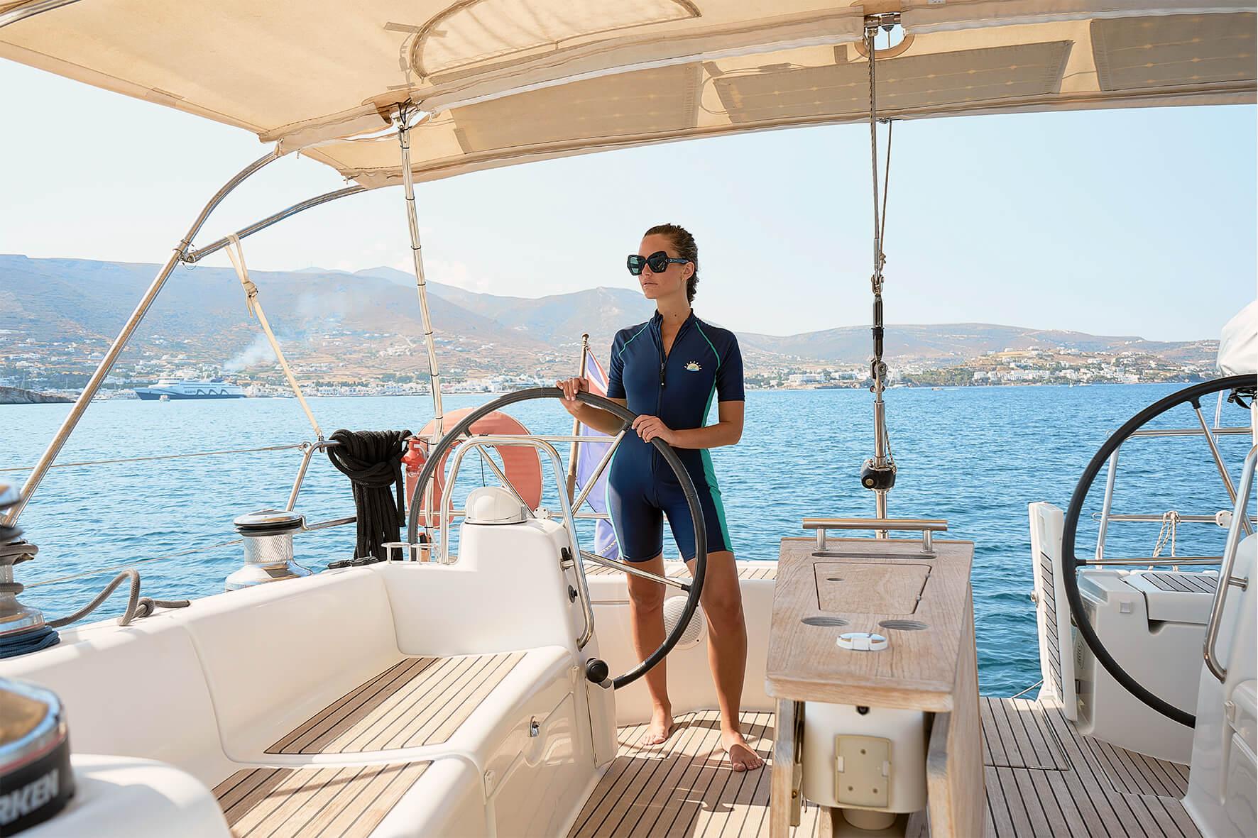 женщина на яхте