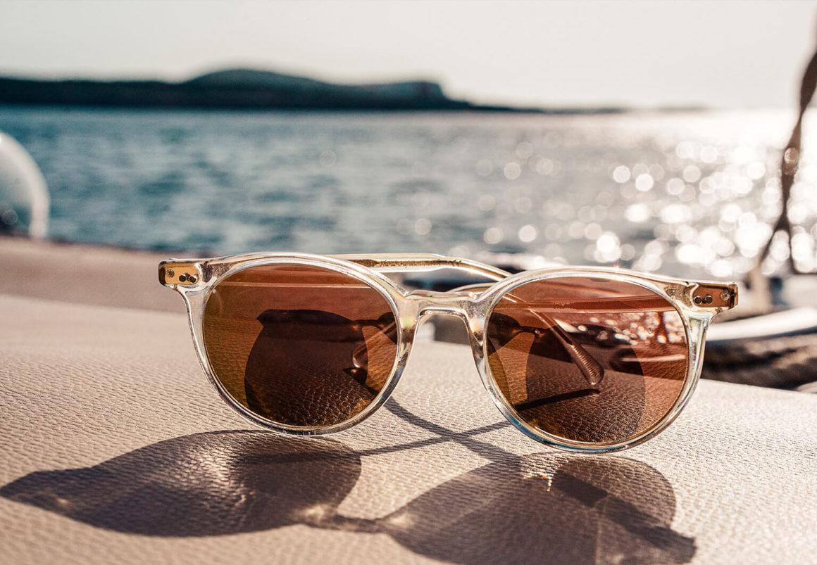 очки на палубе