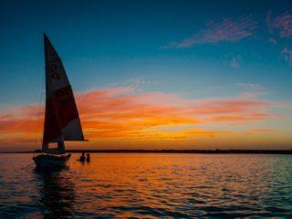 яхтинг на закате