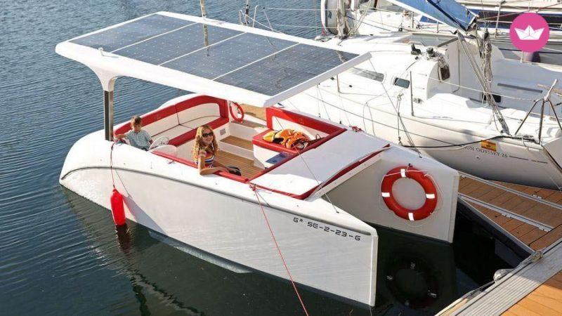 Katamaran driven av solpaneler