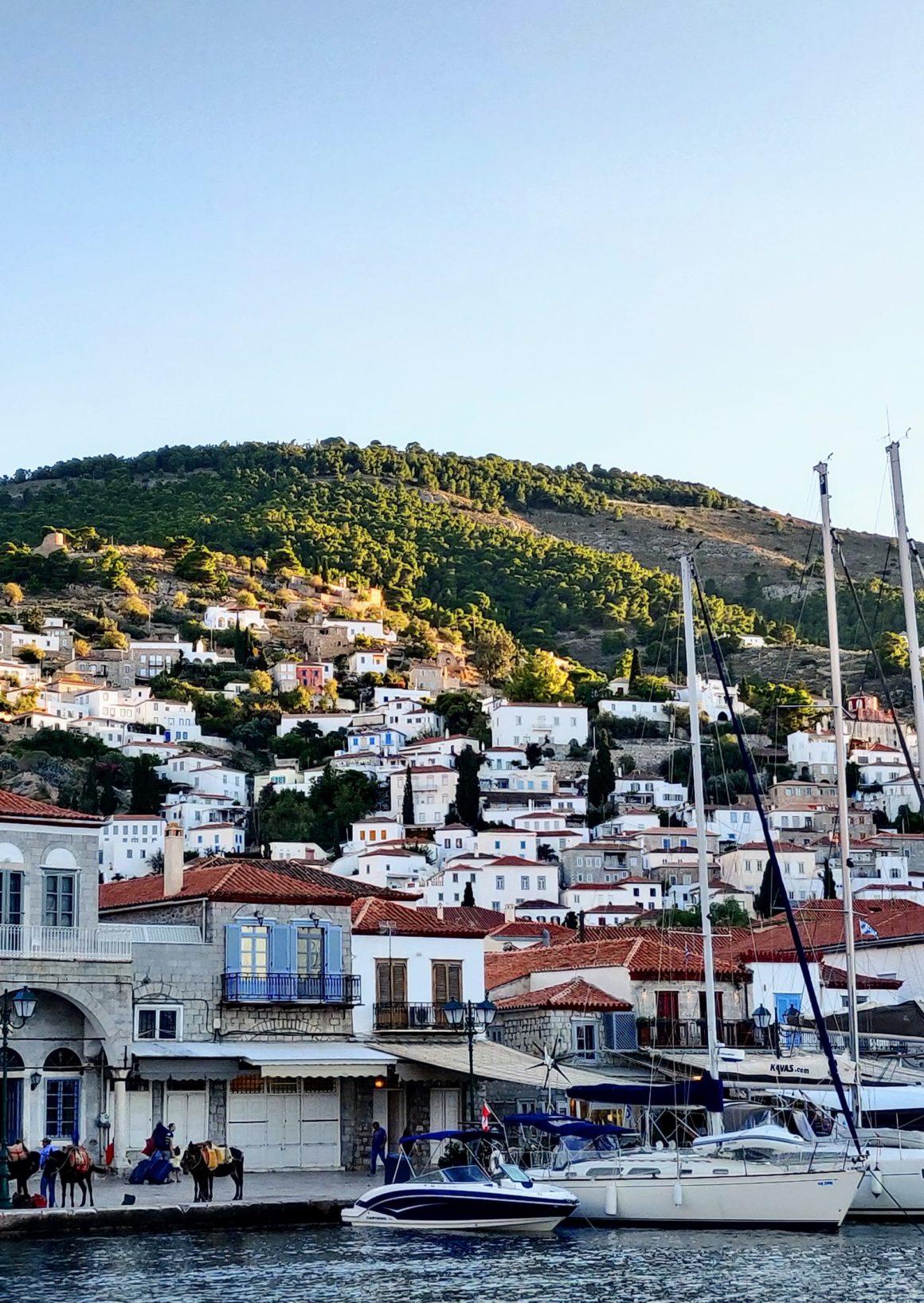 hamnar bland öar i grekland