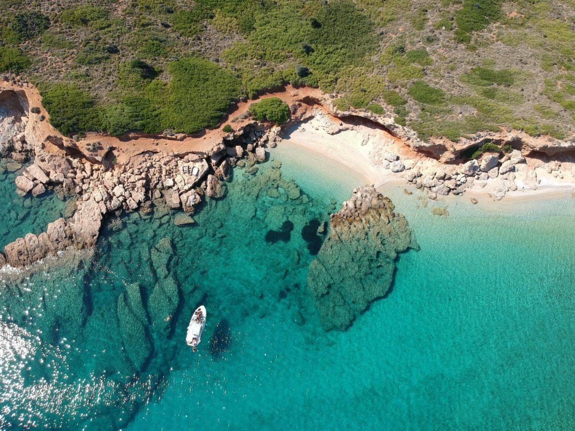 segla bland öar i grekland