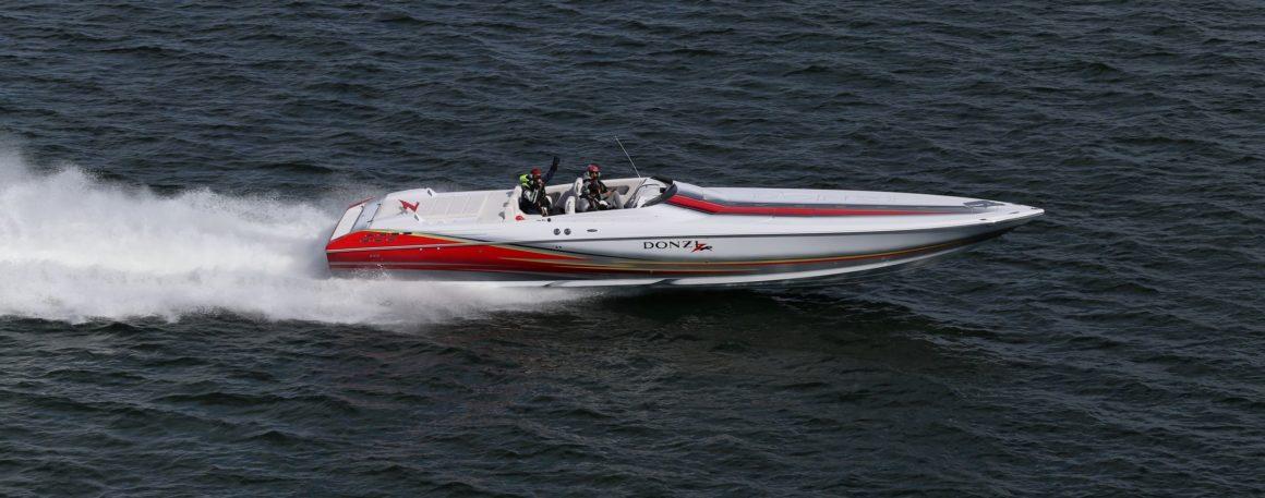 klassisk sportbåt