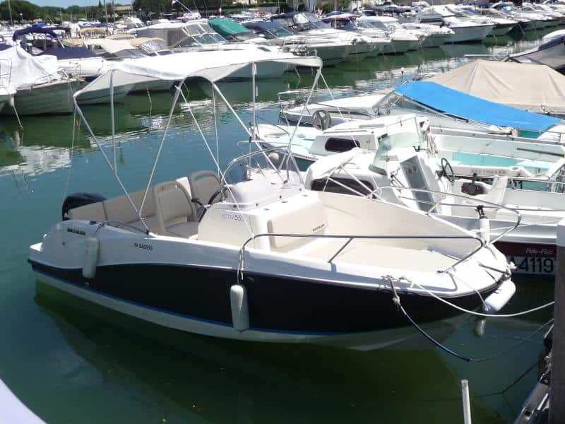 location de bateaux à quai à Cannes la Bocca