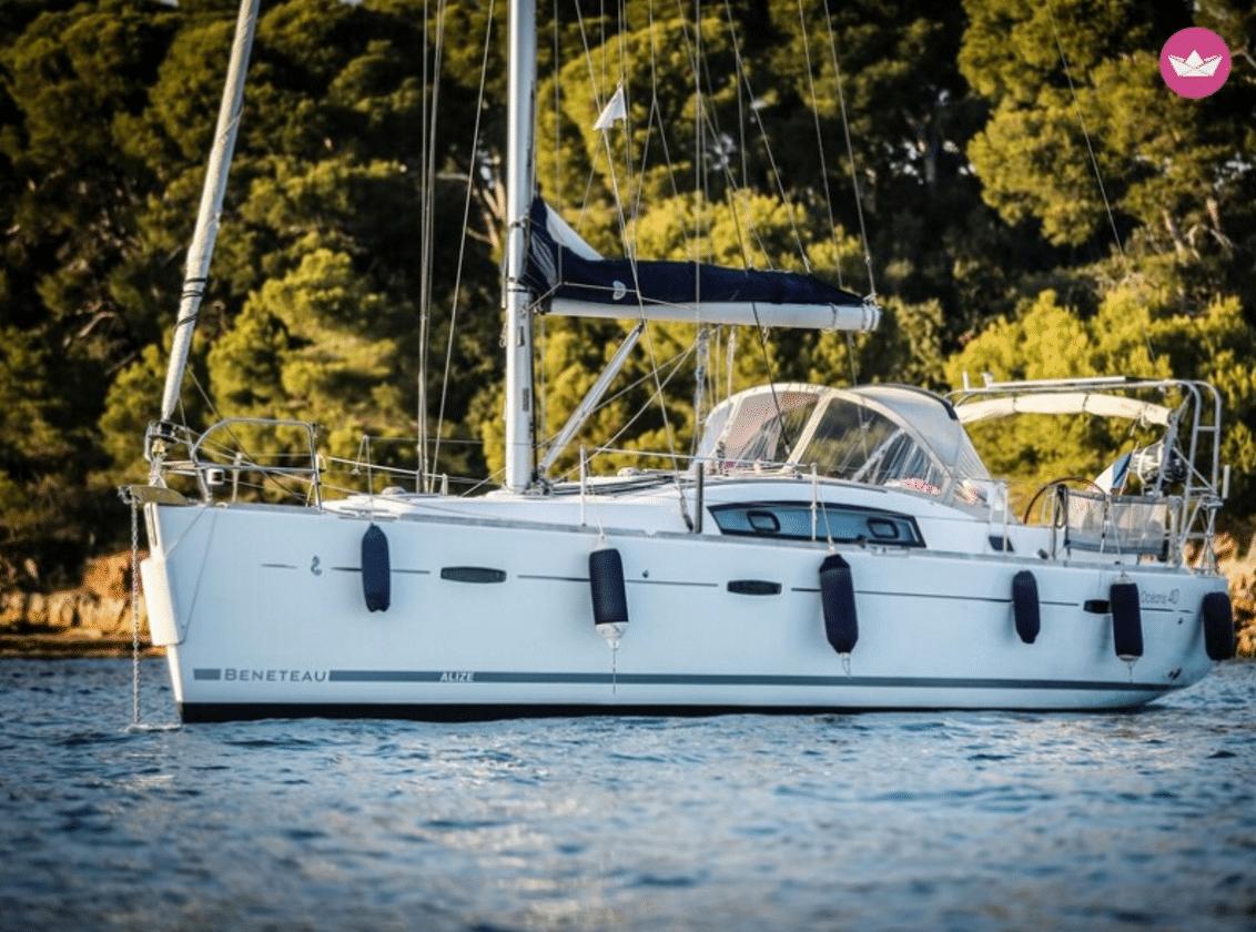 Découvrez le magnifique bateau d'Olivier en location sur Click & Boat à quelques kilomètres de Cannes