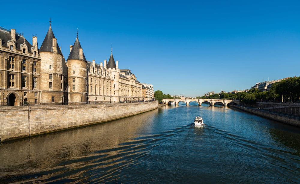 Bateau sur la Seine