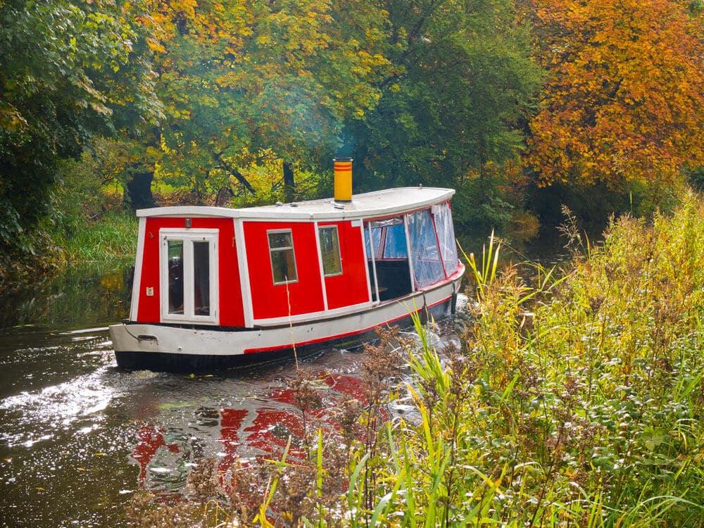 bateau sur un canal