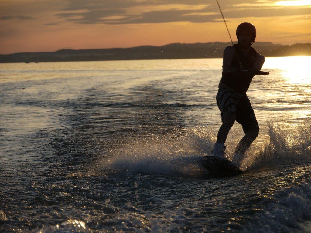 wakeboard coucher soleil
