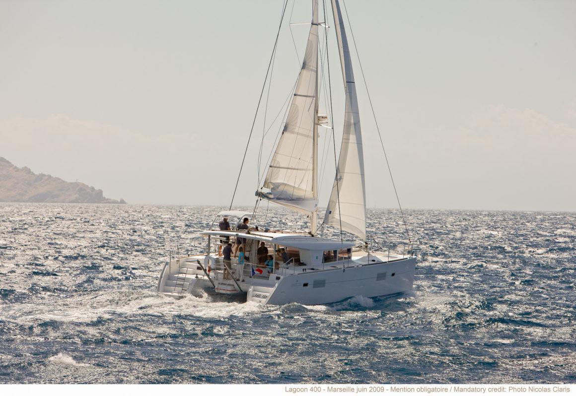 Catamaran Lagoon 400 en navigation